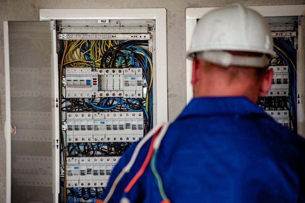 Kurs na elektryka – czyli jak szybko stać się elektrykiem
